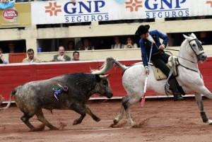 Estella paró de salida con maestría al buen toro de Los Encinos.
