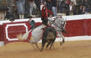 Hermoso de Mendoza triunfó bajo un fuerte aguacero.