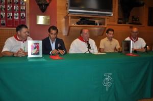 Alfredo Pérez, directivo, Iván Fandiño, Juan Ignacio Ganuza, presidente del taurino, Niño de Leganés y Carlos Notario, directivo.