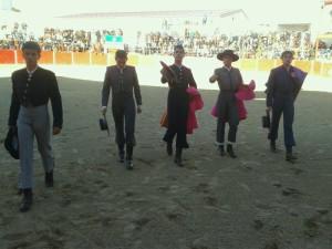 Los cinco becerristas al terminar el paseíllo