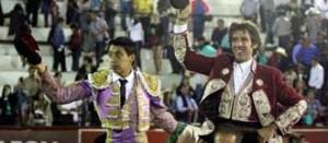 Hermoso salió a hombros en Texcoco junto al diestro mexicano Flores.