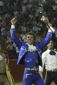 Hermoso de Mendoza logró las dos orejas del segundo de su lote.