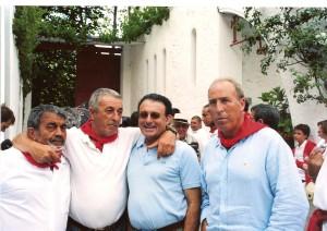 Jesús Sádaba, José Pagola, el transportista Adrián y Jesús Macua en el patio de caballos de Pamplona en 2008. Fotografía: Cecilio Vierge.