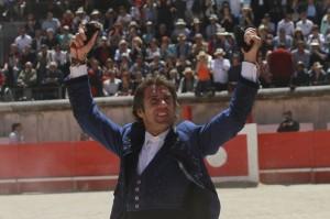 El caballero navarro consiguió en Nimes sus primeros trofeos de la temporada.
