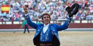 Hermoso pasea su trigesimoprimera oreja cortada en Las Ventas.