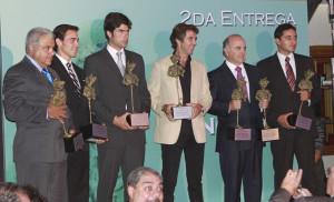 Pablo Hermoso de Mendoza, en el centro, con su premio Minotauro.