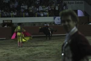 El caballero navarro ante 'Enamorado', el toro que indultó en Alpuyeca.