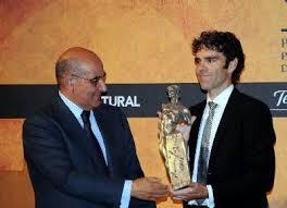 José Tomás recogió ayer en Madrid el Premio Paquiro.