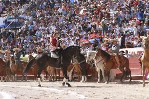 El homenaje en Pachuca fue inolvidable. Más de cien charros acompañaron al navarro en el ruedo.