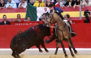 Hermoso, con 'Ícaro', cujaó en Granada una gran faena frente al cuarto de la tarde.
