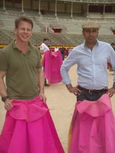 Philipp Von Bergman y Andy Paul Gill, ayer, en la plaza de Pamplona.