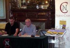 El editor Saturnino Napal y el autor Juan José Lacosta durante la presentación del libro.
