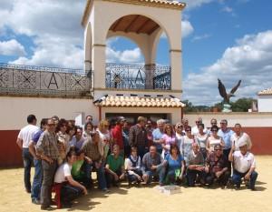 Los aficionados peralteses en la plaza de tientas de Los Azores.