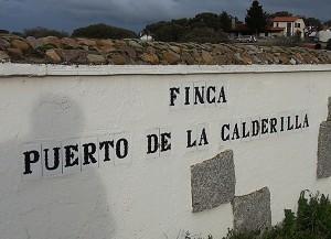 Entrada a la finca Puerto de la Calderilla.