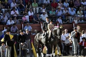 Momento de inicio del paseíllo en la plaza de Toledo.