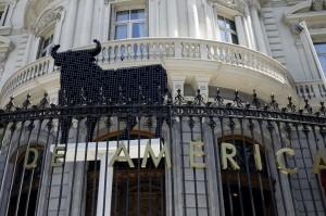 Así luce el toro de Osborne en la Casa de América de Madrid