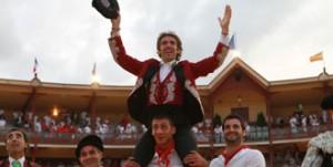 Hermoso de Mendoza salió a hombros en Bayona, ciudad hermanada con Pamplona.