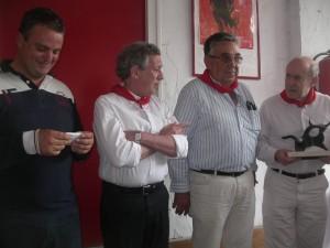 Moisés Fraile recogiendo un trofeo Carriquiri.