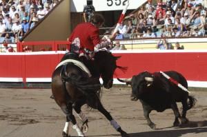 El caballero navarro, con 'Disparate', volvió a ofrecer otra lección magistral de toreo a caballo.