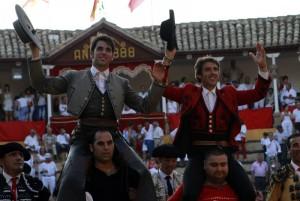 Salida histórica a hombros de Hermoso de Mendoza y Armendáriz.