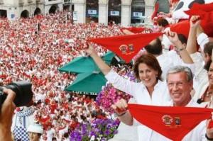 El alcalde de Bayona y Barcina en el ayuntamiento francés en 2010 en el comienzo de las fiestas