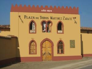Fachada de la plaza leonesa de toros de Valencia de Don Juan, con capacidad para seis mil personas.