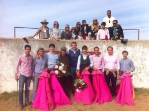Los participantes en la jornada campera; entre otros, Ángel Gómez Escorial, Toñete, Antonio Catalán, Javier Marín, Sergio Sánchez y, a su lado, el ganadero Mauricio Gamazo.