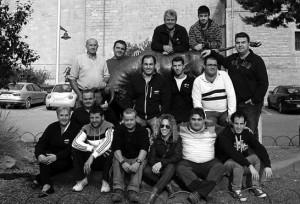 Antonio Campo, de pie, el 3º por la izquierda, rodeado por los integrantes de la nueva junta. Fotografía: Vaquero.