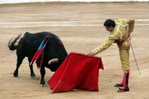 Paco Ureña siguió toreando en Corella con una cornada de 15 centímetros en el gemelo izquierdo.