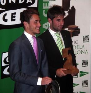 Posada de Maravillas y Roberto Armendáriz con sus respectivos trofeos.