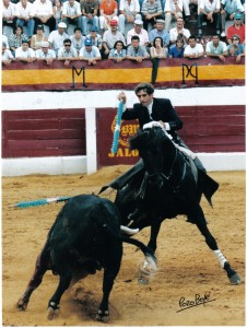'Gallo' toreando en su tercio, el de banderillas.