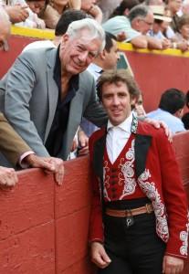Hermoso brindó un toro a Mario Vargas Llosa.
