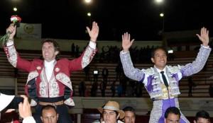 El caballero navarro salió a hombros en Duitama junto al diestro Perlaza.