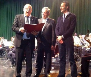 David Mora, a la derecha, en Logroño, en un momento del concierto.