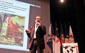 El profesor Juan Medina durante su ponencia en el III Foro Mundial de la Cultura Taurina.