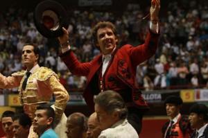 Hermoso salió a hombros junto con Iván Fandiño.