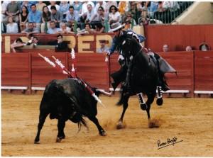 Hermoso de Mendoza, montando a 'Mazantini', durane una actuación en la plaza de Jerez.
