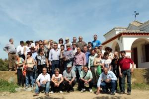 Los aficionados peralteses en la finca de Soto de la Fuente.