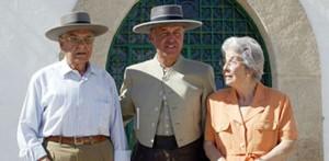 María Olea, a la derecha, acompañada de su marido, recientemente fallecido, y su hijo.