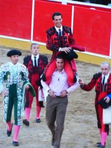 Morenito de Aranda, saliendo a hombros en Fitero, se convirtió en el primer triunfador de la temporada navarra.