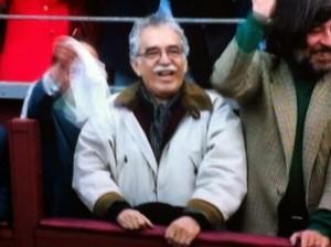 Grabriel García Márquez disfrutando de una corrida de toros.
