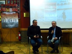 José Luis Cantos, autor del libro, y José María Sevilla, vicepresidente del Club Taurino de Pamplona durante la presentación de la obra.