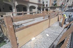 Los operarios instalan el vallado. Fotografía: Montxo A. G.