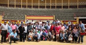 Los aficionados de la capital ribera con los toreros en la plaza de toros de Tudela.