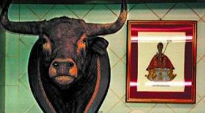Detalle de un puesto de carne del mercado de Santo Domingo de Pamplona.