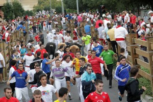 Muchos corredores se han dado cita en el primer encierro de Tudela. Fotografía: Blanca Aldanondo.