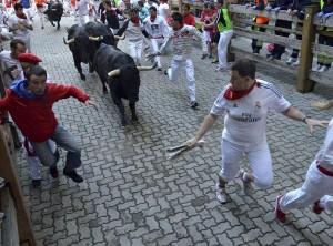El número de corredores en los encierros de Pamplona ha sido menor este año.