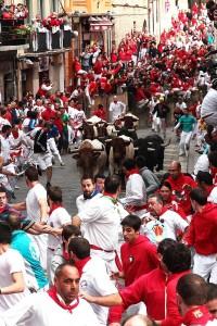El encierro a su paso por Santo Domingo. Fotografía: Jacobo Silvestre.