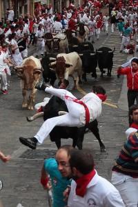 Momento en que un toro es volteado por un Garcigrande. Fotografía: Jacobo Silvestre.