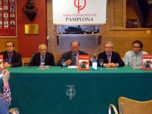 Ignacio Cía, segundo por la izquierda, junto a Juan Ignacio Ganuza, en el centro de la imagen.